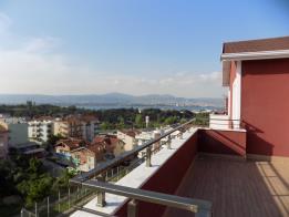 Gölcük Yeni Mahallede Acil Satılık Çatı Dublex Daire